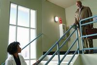 Kelly McCreary (Dr. Maggie Pierce), James Pickens Jr. (Dr. Richard Webber). – © ORF eins