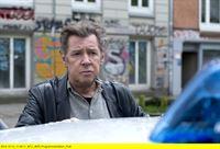 """ARD GROSSSTADTREVIER XXVIII. Staffel (16 neue Folgen), Folge 359 """"Der gute Bulle"""", Teil 1, am (24.11.14) um 18.50 Uhr im Ersten. Dirk Matthies (Jan Fedder) weiß, das Elias einen Polizisten braucht, dem er vertrauen kann. – © ARD/Thorsten Jander"""