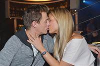 Vince (Vincent Krüger) und Sunny (Valentina Pahde) haben sich Hals über Kopf ineinander verliebt und kommen sich schnell näher... – © RTL / Rolf Baumgartner