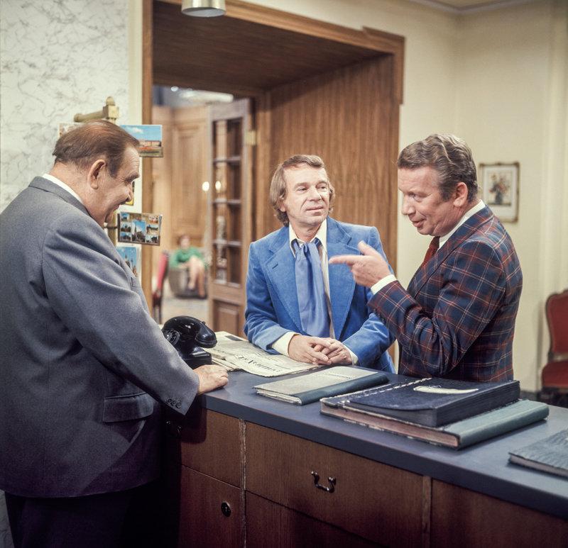 Fritz Eckhardt (Oswald Huber), Ossy Kolmann (Maler Kerzl), Heinz Reincke (Manager Horst Schulz). – Bild: ORF III