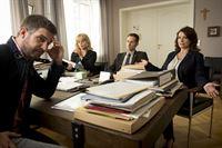 Andreas Tabarius ärgert sich über seine Mitarbeiter (Simon Böer, Annette Strasser, Lee Rychter, Tamara Rohloff, v.l.) – © ZDF und Martin Rottenkolber
