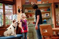 G. Hannelius (Avery Jennings), Blake Michael (Tyler James). – © ORF eins