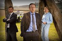 V.l.: DS Ben Jones (Jason Hughes), DCI John Barnaby (Neil Dudgeon), Kate Wilding (Tamzin Malleson) – © ZDF und Mark Bourdillon