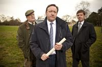 V.l.: Ted Denning (Ian Redford), DCI John Barnaby (Neil Dudgeon), DS Ben Jones (Jason Hughes) – © ZDF und Mark Bourdillon