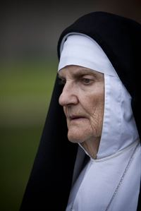 Mother Jerome ( Rosalind Knight) – © ZDF und Mark Bourdillon