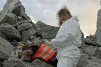 Als die Pathologin Ewa (Inger Nilsson) das Opfer untersucht, wird schnell klar, dass es sich um Mord und nicht um einen Unfall handelt ... – Bild: Sat.1 Emotions