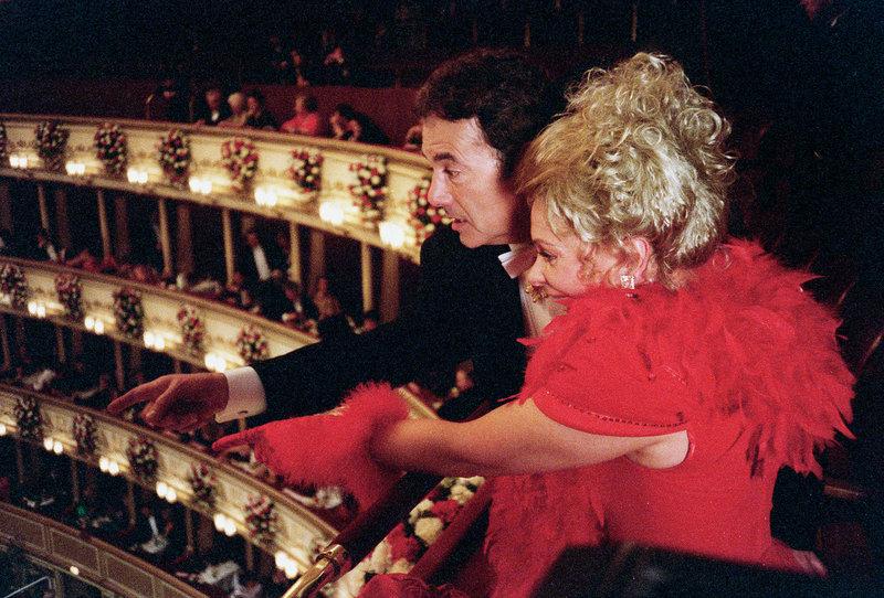 Peter Fröhlich (Erwin Schoitl), Brigitte Neumeister (Frau Turecek). – Bild: ORF
