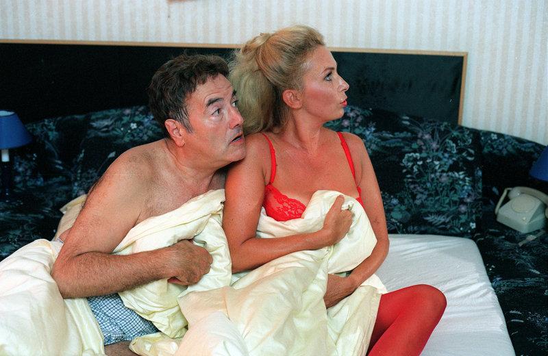 Peter Fröhlich (Erwin Schoitl), Irene Budischowsky (Inge). – Bild: ORF