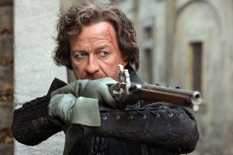 """Einsfestival DIE MUSKETIERE (10/10), """"Tote leben länger"""", Großbritannien 2014, Regie Farren Blackburn, am Dienstag (24.03.15) um 21:05 Uhr. Sarazin (Sean Pertwee) nimmt ein Musketier ins Visier. – Bild: WDR"""