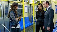 Skye (Chloe Bennet, li.), Agent May (Ming-Na Wen) und Coulson (Clark Gregg) auf Spurensuche in der Stockholmer U-Bahn.. – Bild: RTL II