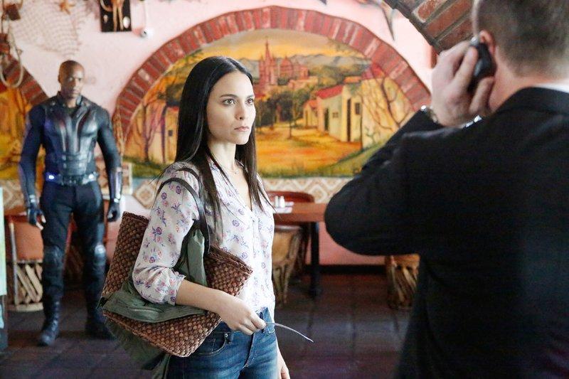 Mike Peterson / Deathlok (J. August Richards), Kara Lynn Palamas (Maya Stojan), Grant Ward (Brett Dalton, r.) – Bild: RTL Crime