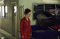 Was führt Helen (Ellie Kendrick) wirklich im Schilde? – © Clerkenwell Films/C4 Lizenzbild frei