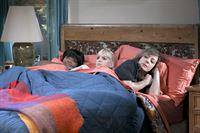 Drei Frauen und ein Bett (Staffel 1, Folge 5) – © ORF eins
