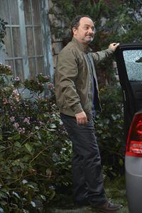 Christys Vater Alvin (Kevin Pollak) hat sich fest vorgenommen, endlich ein guter Vater zu sein und taucht regelmäßig bei seiner Tochter auf ... – © Warner Brothers Entertainment Inc. Lizenzbild frei