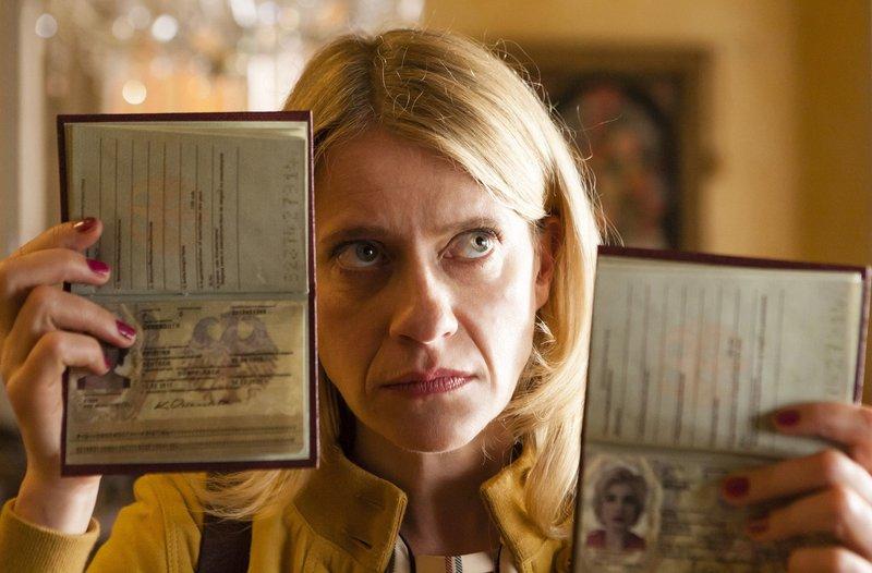 """WDR Fernsehen MORD MIT AUSSICHT III, Folge 27, """"Sophies Welt"""", am Montag (05.01.15) um 20:15 Uhr. Sophie Haas (Caroline Peters) ist der Juwelendiebin Marylin dicht auf den Fersen. – Bild: NDR"""