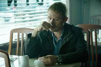 Was hat der Zollbeamte Ben Crewson (Scott Michael Campbell) mit einem toten Chauffeur zu tun, der in scheinbar illegale Machenschaften verwicklet war? – © VOX