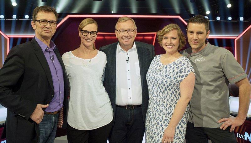 Moderator Bernd Stelter (M) mit den Kandidaten v.l.n.r. Michael Gliss, Susanne Forster, Vera Becker und Matthias Ludwigs. – Bild: WDR