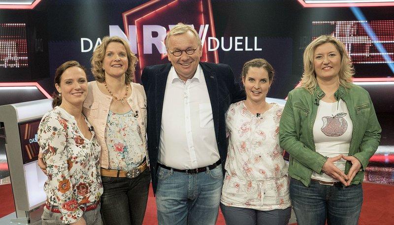 """WDR Fernsehen DAS NRW DUELL, """"Best of """"Land & Lecker"""""""", am Mittwoch (03.06.15) um 20:15 Uhr. Moderator Bernd Stelter mit den Kandidatinnen v.l. Margarete Ribbecke, Victoria Schulze, Melanie Hugot und Nadine Mertens. – Bild: WDR"""