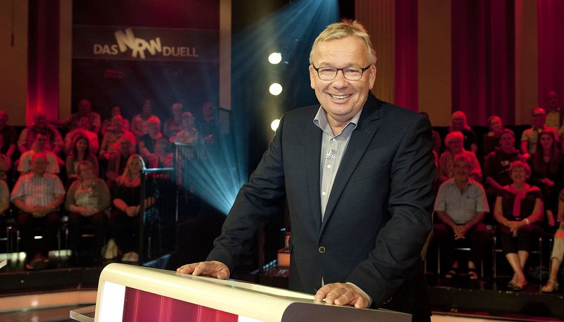 WDR Fernsehen DAS NRW DUELL, am Mittwoch (22.04.15) um 20:15 Uhr. Moderator Bernd Stelter – Bild: WDR
