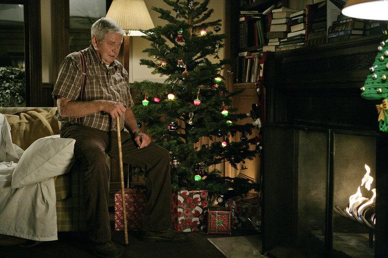 Gibbs bekommt von seinem Vater (Ralph Waite) Besuch zur Weihnachtszeit ... – Bild: Sky