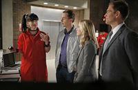 Ein neuer Fall wartet auf Abby (Pauley Perrette, l.), McGee (Sean Murray, 2.v.l.), Eleanor (Emily Wickersham, 2.v.r.) und Tony (Michael Weatherly, r.) ... – Bild: 2014 CBS Broadcasting, Inc. All Rights Reserved Lizenzbild frei