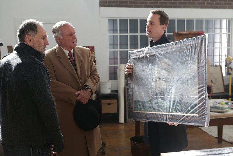 Können sie gemeinsam einen Fall aufdecken? McGee (Sean Murray, r.), Anthony DiNozzo Sr. (Robert Wagner, M.) und Perry Swan (John Kassir, l.) ... – Bild: Sat.1