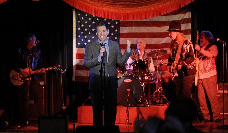 Wer hätte das gedacht? Tony (Michael Weatherly, vorne) kann auch richtig rocken ... – Bild: Sat.1