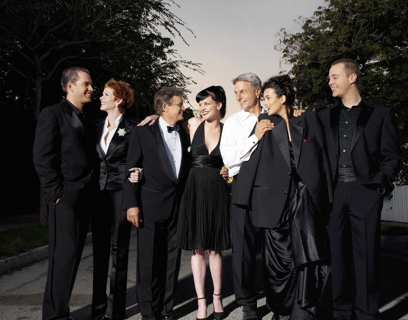 Michael Weatherly (Special Agent Anthony DiNozzo), Lauren Holly ( NCIS Director Jenny Shepard), David McCallum (Dr. Donald Mallard ) , Pauley Perrette ( Abby Sciuto) , Mark Harmon (Special Agent Leroy Jethro Gibbs) , Cote De Pablo (agent Ziva David) , Sean Murray (Special Agent Timothy McGee), ..Star in NCIS ... . CR: Art Streiber/CBS Copyright 2005 CBS Broadcasting Inc. All Rights Reserved no archiving or resale. – Bild: kabel eins