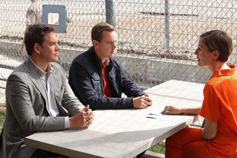 Kommen DiNozzo (Michael Weatherly, l.) und McGee (Sean Murray, M.) im Gespräch mit Kim Troutman (Olesya Rulin, r.) weiter? – Bild: Sat.1