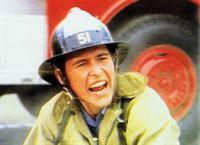 John Cage (Randolph Mantooth) ist Rettungssanitäter bei der Feuerwehr. – © RTL NITRO