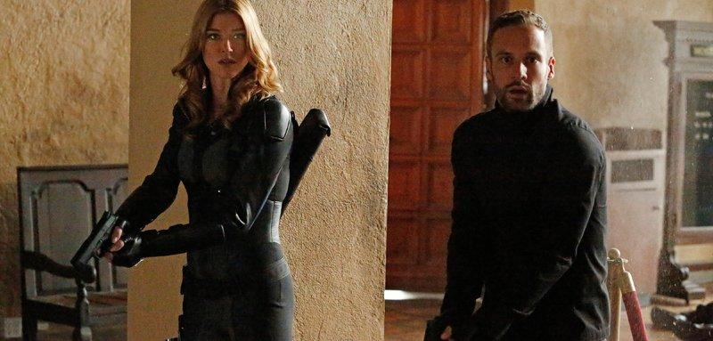 Mockingbird (Adrianne Palicki) und Lance Hunter (Nick Blood) – Bild: MG RTL D / ABC Studios