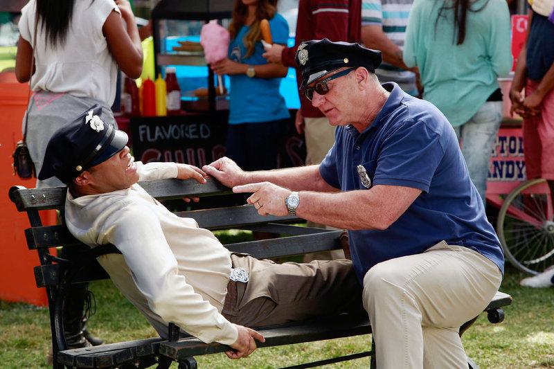 Derrick (Jordan Peele, l.) und Jay (Ed O'Neill) – Bild: MG RTL D / FOX