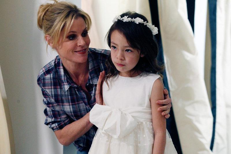 Claire (Julie Bowen, l.), Lily (Aubrey Anderson-Emmons) – Bild: RTL NITRO / 20th Century Fox Television