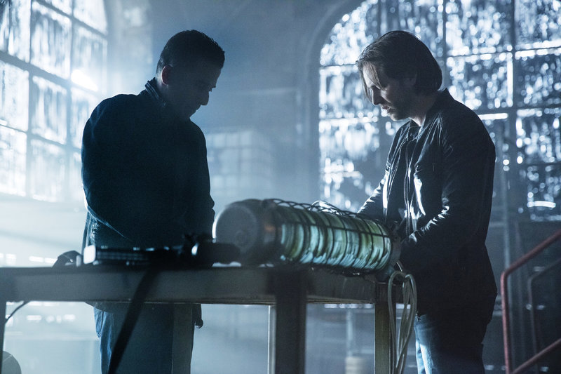 Ramse (Kirk Acevedo, l.), James Cole (Aaron Stanford) – Bild: MG RTL D / © 2016 Universal Cable Productions, LLC All rights reserved