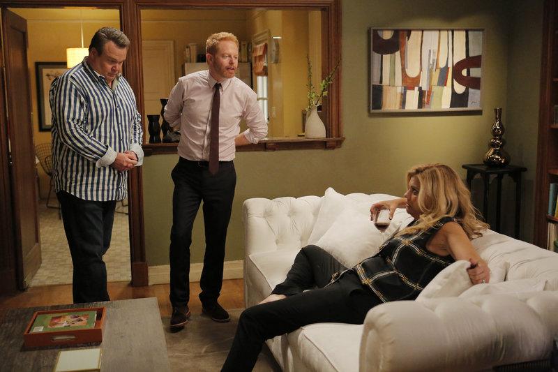V.l.: Cameron (Eric Stonestreet), Mitchell (Jesse Tyler Ferguson), Brenda (Kristen Johnsten) – Bild: RTL NITRO / FOX