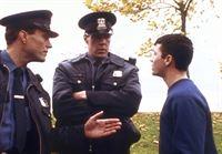 Rusty Dobson (Ryan Phillippe, r.) bittet die Polizei vergeblich um Hilfe. – © TM & © 2001 Metro-Goldwyn-Meyer Studios Inc. All Rights Reserved. Lizenzbild frei