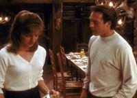 Ray (James Wilder, r.) versucht, Gina Beaumont (Jessica Steen, l.) zur Flucht zu überreden. – © TM & © Metro-Goldwyn-Meyer Studios Inc. All Rights Reserved. Lizenzbild frei