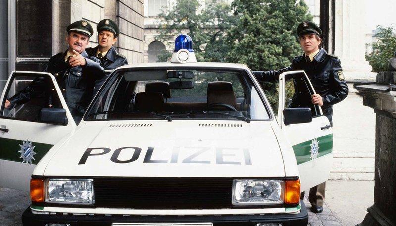"""Bayerisches Fernsehen POLIZEIINSPEKTION 1, """"Bilderwut"""", am Mittwoch (25.03.15) um 15:05 Uhr. Von links: Schöninger (Walter Sedlmayr), Moosgruber (Max Grießer) und Heinl (Elmar Wepper). – Bild: Bayerisches Fernsehen"""