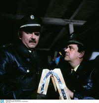 Von links: Franz Schöninger (Walter Sedlmayr) und Moosgruber (Max Grießer). – © BR/Neue Münchner Fernsehproduktion
