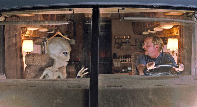 Paul (l.) der Alien ist auf der Flucht und hofft, dass Graeme Willy (Simon Pegg, r.) ihm behilflich sein wird ... – Bild: ProSieben Media AG © 2011 Universal Pictures