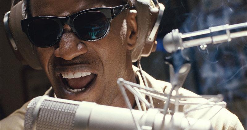 Ein Ausnahmemusiker: Ray Charles (Jamie Foxx) ... – Bild: ProSieben Media AG © 2004 Universal Studios. All Rights Reserved. Film: © 2004 Unchain My Heart Loui