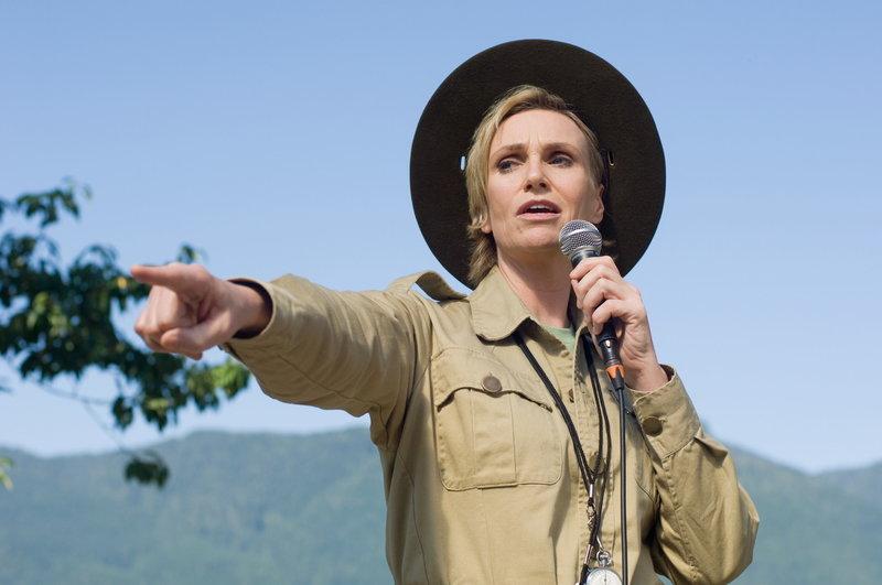 Hat so ihre Probleme mit Eddie: Campleiterin Miss Hulka (Jane Lynch) ... – Bild: ProSieben Media AG © 2010 Warner Brothers