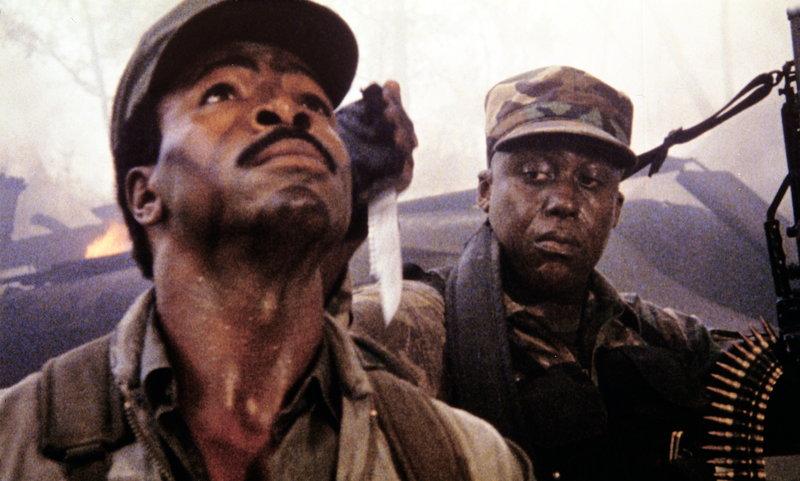 Macs (Bill Duke, r.) Misstrauen Major Dillon (Carl Weathers, l.) gegenüber wird immer stärker ... – Bild: ProSieben Media AG © 20th Century Fox Film Corporation