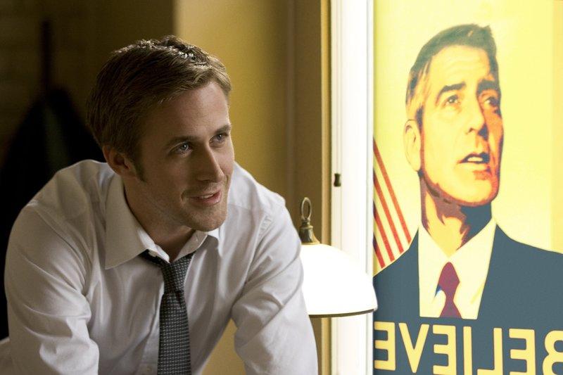 Obwohl noch sehr jung, gilt Stephen Myers (Ryan Gosling), Berater der demokratischen Präsidentschaftshoffnung Mike Morris, in eingeweihten Kreisen als einer, der für jedes Problem einen genialen Dreh kennt und sich für keinen schmutzigen Trick zu schade ist. Doch dann läuft er geradewegs in eine Falle ... – Bild: ProSieben Media AG © 2011 IDES FILM HOLDINGS, LLC. ALL RIGHTS RESERVED.