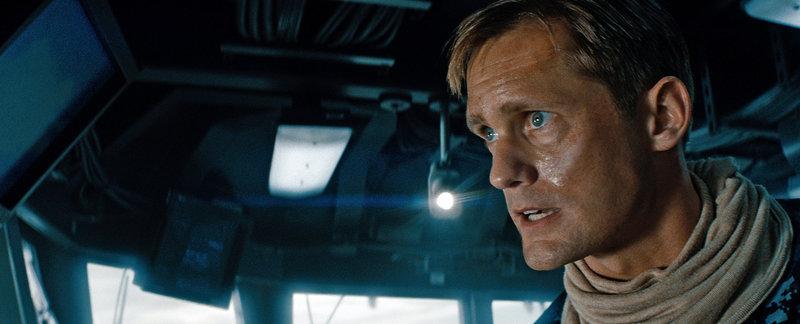 Commander Stone Hopper (Alexander SkarsgÃ¥rd) kämpft unerbittlich gegen die Invasoren der Aliens. Doch wird er diesen Krieg überleben können? – Bild: ProSieben Media AG © 2012 Universal City Studios Productions LLLP. ALL RIGHTS RESERVED. -