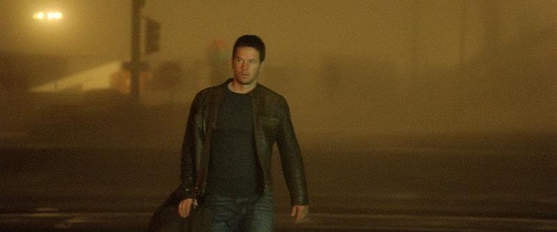 Als sein Bruder in Schwierigkeiten gerät, muss Chris (Mark Wahlberg) seine mühsam aufgebaute heile Welt verlassen ... – Bild: ProSieben Media AG © 2011 Universal City Studios LLC. All Rights Reserved.