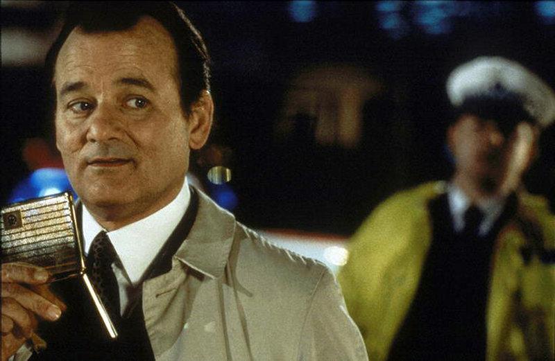 Der naive Wally Ritchie (Bill Murray) glaubt, das Mitglied eines experimentellen Theaterensembles zu sein, das im nächtlichen London ein Live-Stück inszeniert. Doch in Wirklichkeit wird er in einen Mordfall verwickelt ... – Bild: ProSieben Media AG © Warner Bros.