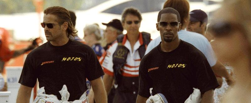 """""""Sonny"""" Crockett (Colin Farrell, l.) und Ricardo Tubbs (Jamie Foxx, r.) sind ein eingespieltes Team und gehören zu den härtesten Drogenfahndern der Polizei von Miami. Als ein FBI-Einsatz furchtbar schief läuft und eine hohe Anzahl an Opfern fordert, bittet die Bundespolizei um Amtshilfe ... – Bild: ProSieben Media AG © 2006 Universal Studios"""