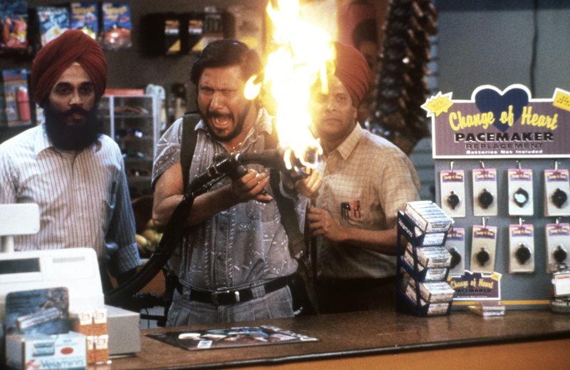 Der Fall könnte für die Super-Cops Wes Luger und Jack Colt brenzlig werden, denn die Gangster sind alles andere als cool ... – Bild: ProSieben Media AG © Warner Brothers