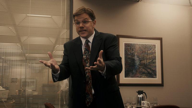 Um für einen Fehler nicht verantwortlich gemacht zu werden, erfindet Mark Whitacre (Matt Damon) eine Verschwörung, in der es um Sabotage und Erpressung durch einen asiatischen Wettbewerber geht. Doch schon bald hat das eingeschaltete FBI das Problem, dass ihr Hauptzeuge und Informant selbst Dreck am Stecken hat ... – Bild: ProSieben Media AG © Warner Bros. Pictures